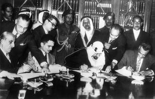 The Arab League in Cairo in 1957, after the Suez Crisis. From the left: Syrian President Shukri al-Quwatli, King Hussein of Jordan, King Abdul-Aziz of Saudi Arabia, and Gamal Abdel Nasser, the Egyptian President. The League reasserted the right of the Palestinians to return to their homes. Photo Keystone/HH