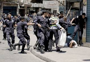Police and protesters clash at a demonstration targeting the slow pace of political reforms under King Abdullah II / Photo HH/ The New York Times