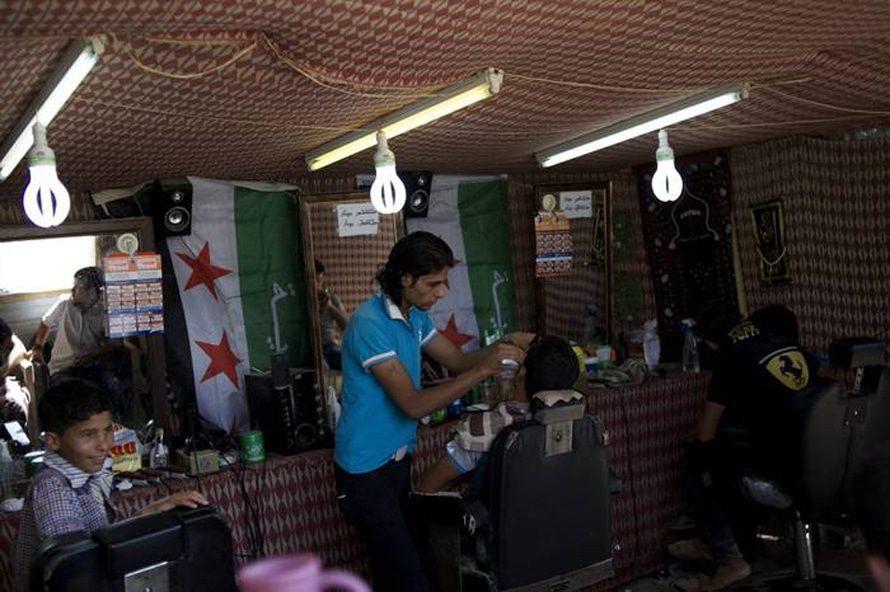 حلاقة في مخيم الزعتري / Photo HH