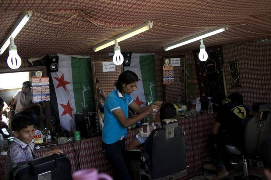 Barber shop in Za'atari refugee camp / Photo HH