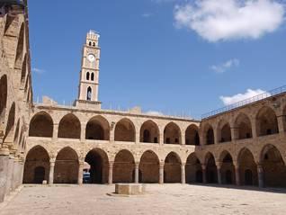 خان العمدان العثماني في عكا، بني عام 1784 في شمال إسرائيل / Photo Shutterstock