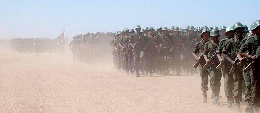 قوات بوليساريو يتدربون في الصحراء