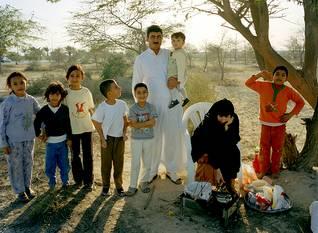 عائلة بحرينية في نزهة Photo HH / اضغط للتكبير