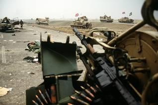 عربات مصفحة تابعة لقوات التحالف في الكويت 1991 Photo HH