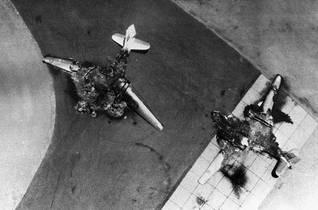 طائرات من السلاح الجوي المصري دمرتها الطائرات الإسرائيلية اضغط للتكبير