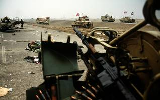 British tanks in action during Operation Desert Storm, Photo HH