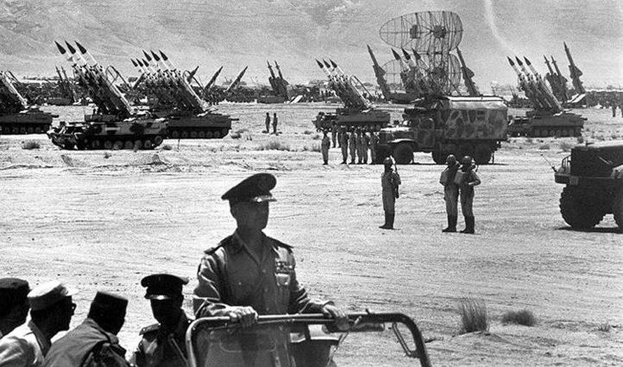 جولة تفقدية للقوات في السويس عام 1974 / Photo HH