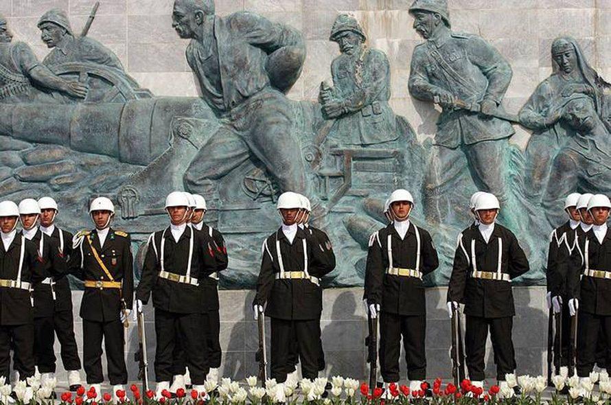 استعراض عسكري في معركة غاليبولي في كاناكالي عام 2012 / Photo Shutterstock