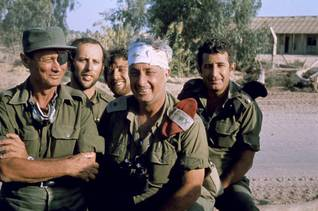 Israeli Defence Minister Moshe Dayan (l) and general Ariel Sharon (m) at the bridgehead crossing of the Suez Canal in October 1973 / Photo Magnum/HH