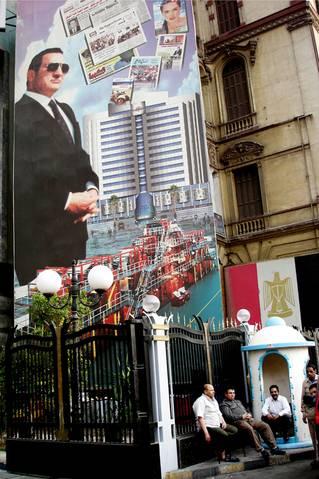 صورة مبارك في القاهرة / Photo Shutterstock