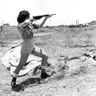 Israeli girl during the War in 1948