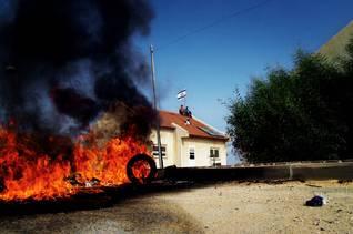 مستوطنون يهود في جاديد يحاولون مقاومة إخلاء المستوطنة من قبل القوات الإسرائيلية Photo Magnum/HH