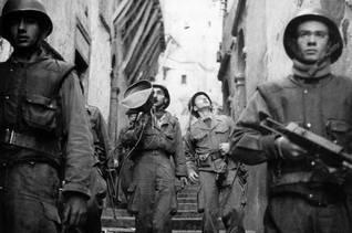 دورية للجيش الفرنسي في قصبة الجزائر / Photo HH