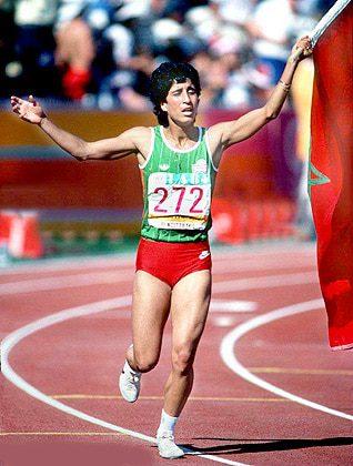 نوال المتوكل، البطلة الاولمبية في سباق 400 م حواجز في دورة الألعاب الأولمبية 1984 في لوس أنجلس، الولايات المتحدة، أول امرأة أفريقية مسلمة تفوز بميدالية ذهبية