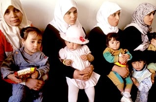Youth of Palestine - Young Palestinian mothers with their children at a medical post / Photo HH