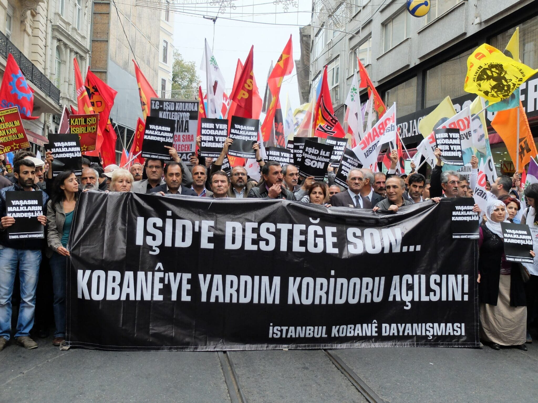 Thousands of Kurds protest in Istanbul over Islamic State attacks on Kobane, October 2014 /Photo Corbis