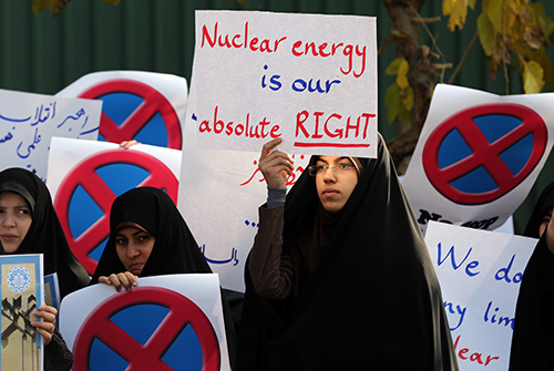 Demonstration in support of Iran's nuclear programme, in front of Iran's Atomic Energy Organization building in Tehran, 23 November 2014 / Photo Corbis