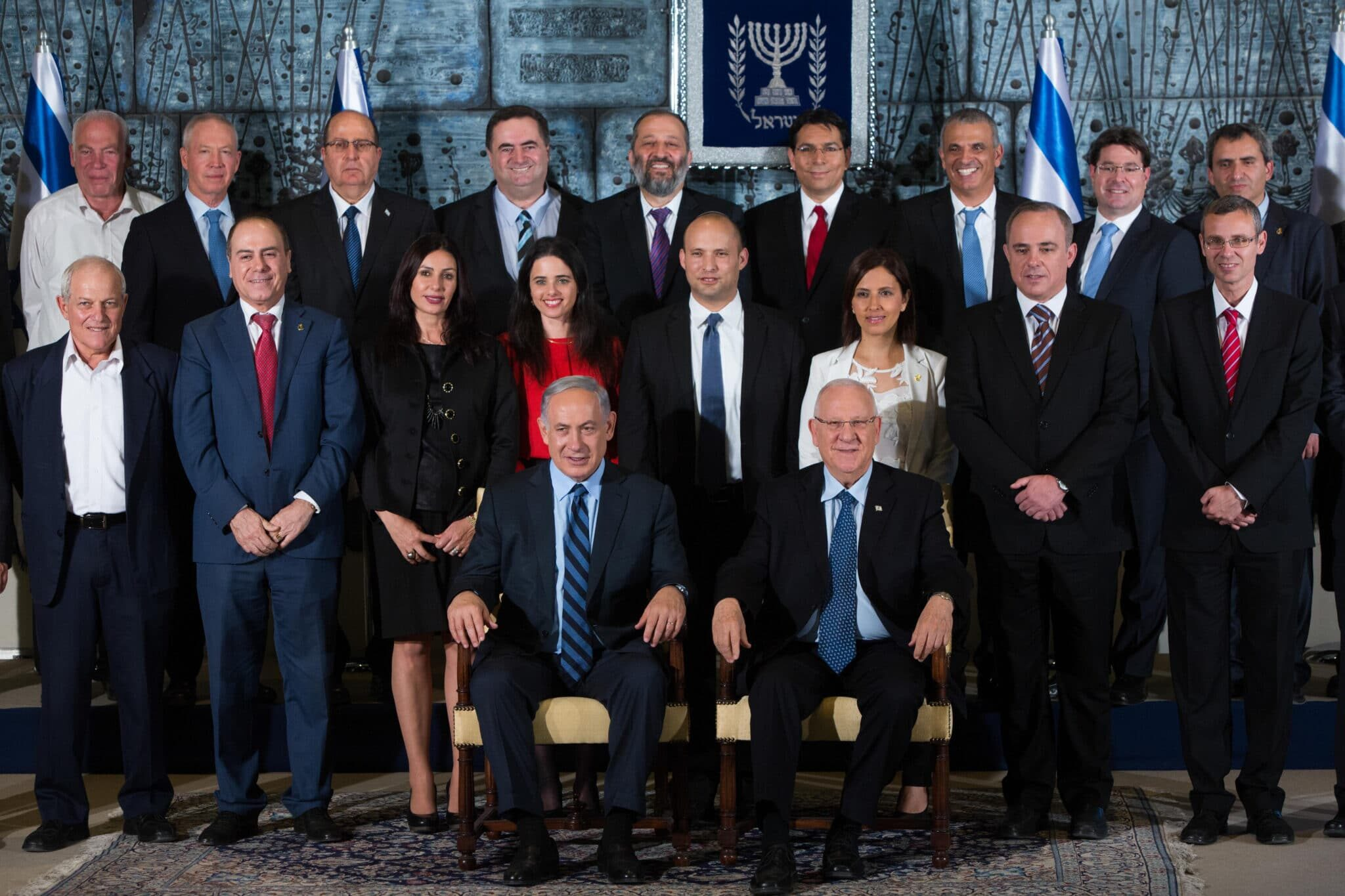 (150519) -- JERUSALEM, May 19, 2015 (Xinhua) -- Israeli President Reuven Rivlin (R, front), Prime Minister Benjamin Netanyahu (L, Front) and new cabinet members attend a photocall of the new Israeli government at the President's Residence in Jerusalem, on May 19, 2015. (Xinhua/JINI) Xinhua News Agency / eyevine Contact eyevine for more information about using this image: T: +44 (0) 20 8709 8709 E: info@eyevine.com http://www.eyevine.com