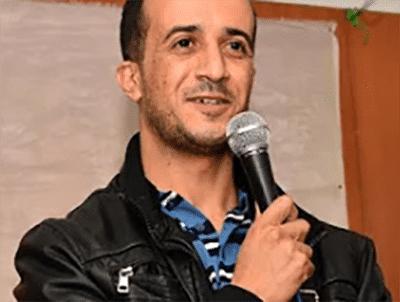 المدون الجزائري مرزوق تواتي، المسجون بتهمة التجسس، يُعلق إضرابه عن الطعام