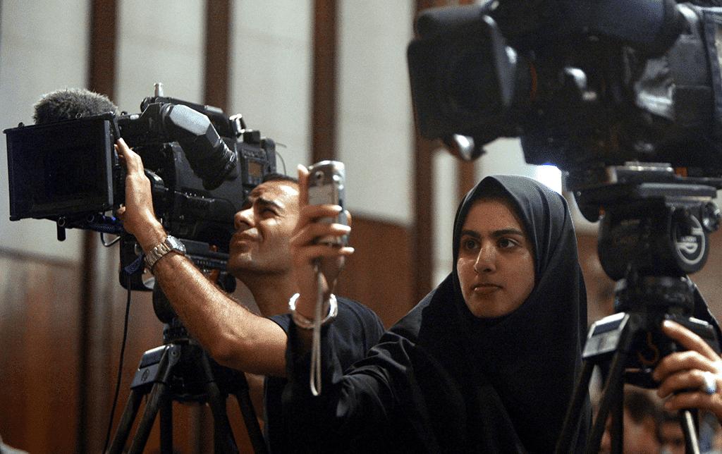 مذيعة تلفزيونية إيرانية