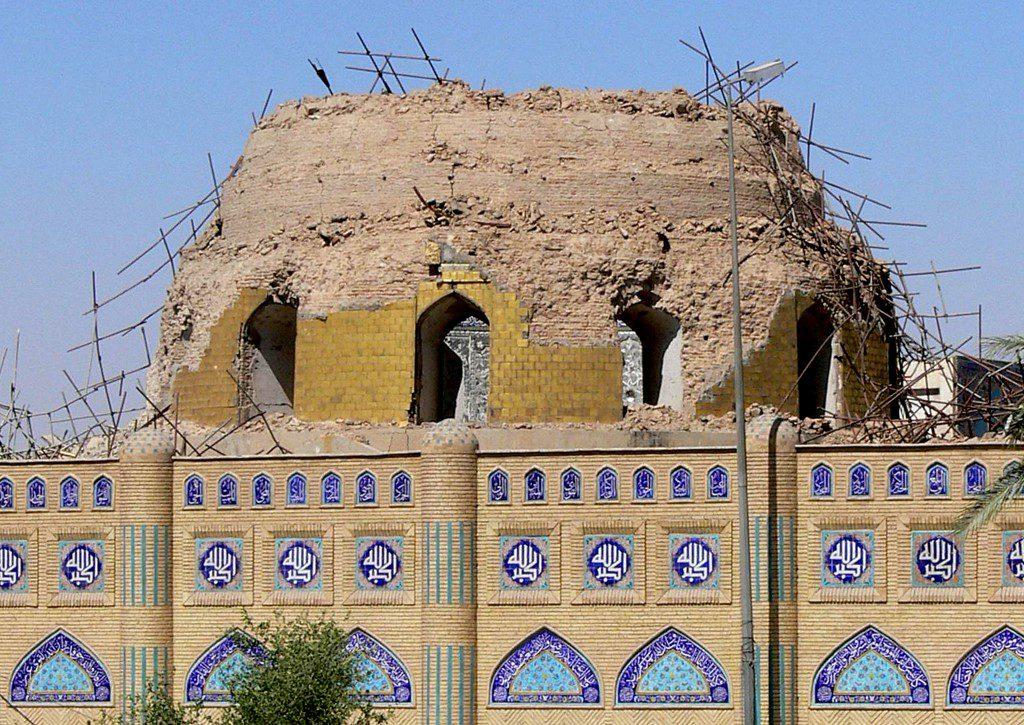 تم تدمير القبة الذهبية الشهيرة في انفجار في 22 شباط/فبراير 2007، وتدمير المنارتين المتبقيتين في هجوم آخر. أعيد بناء المسجد وافتتاحه للمؤمنين.