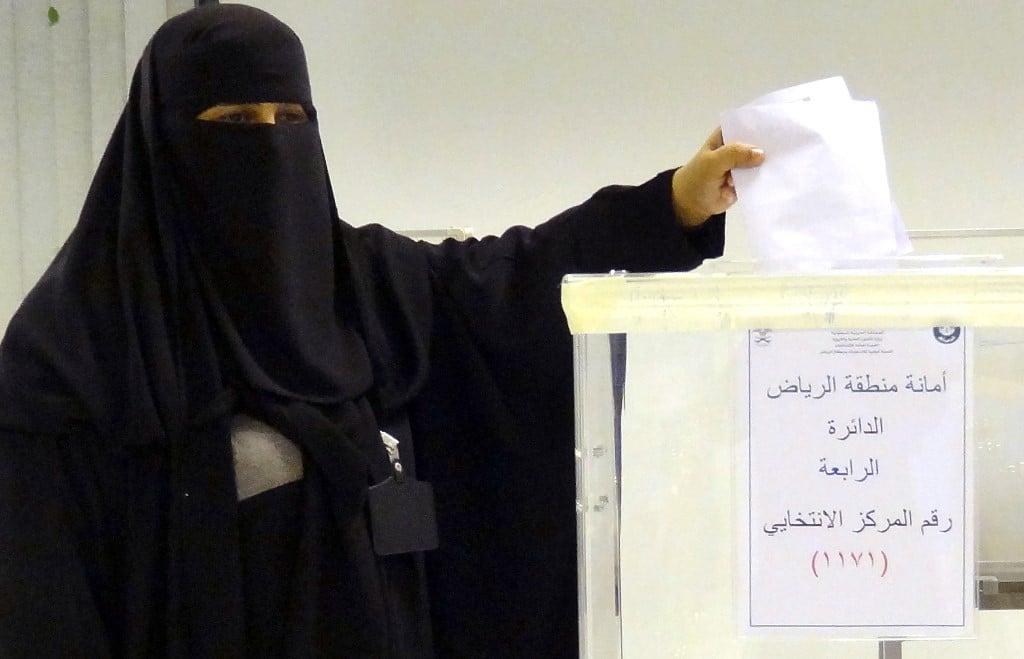 النساء يصوتنّ ويُنتخبنّ في الانتخابات البلدية السعودية