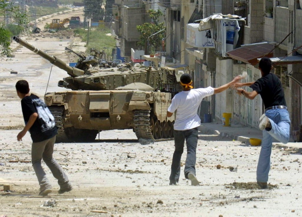 Palestinian youths throwing stones