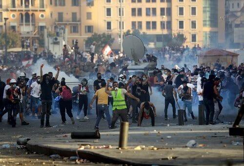 لبنان بين نارين:  انتحار سياسي أم اعطاء الوقت الكافي لتنظيم صفوف المجتمع المدني