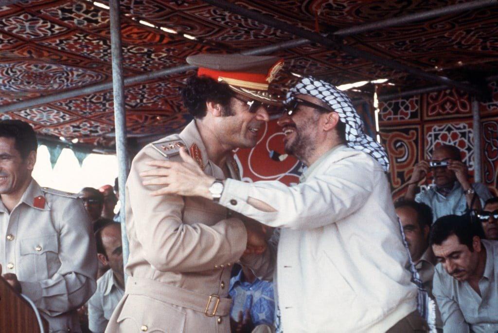 معمر القذافي مع ياسر عرفات لبيبا التاريخ