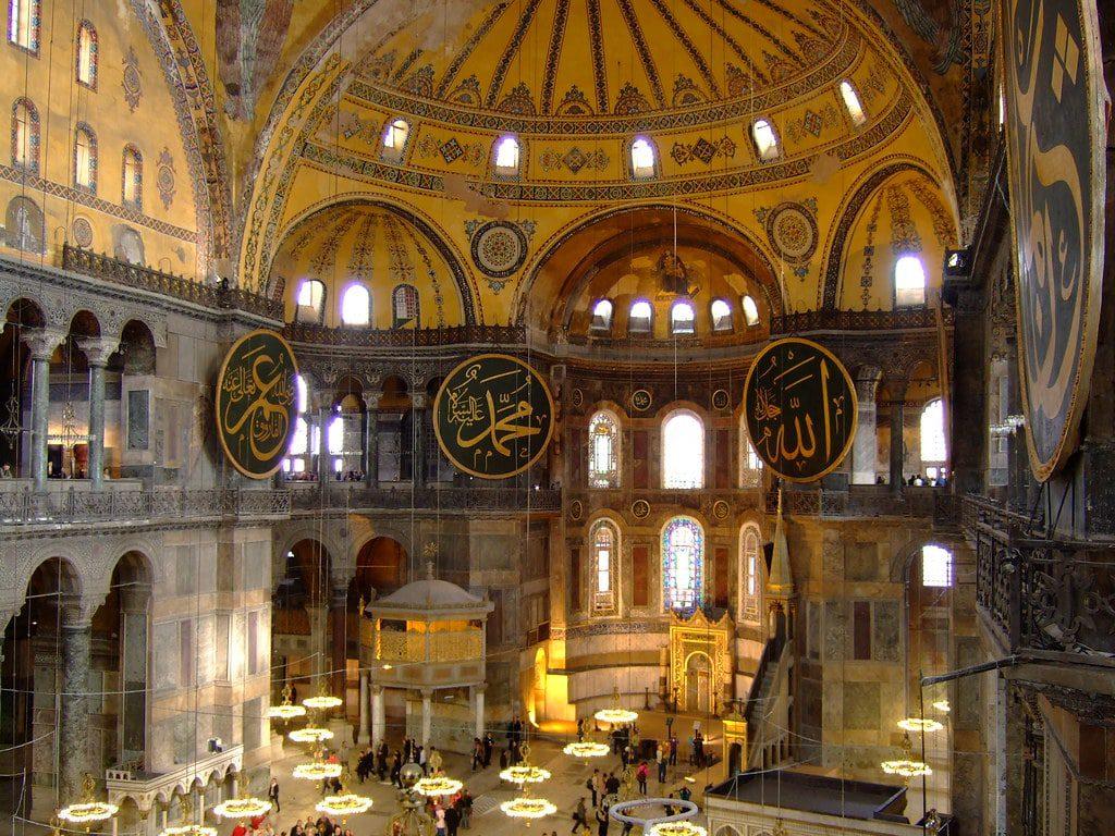 كنيسة آجيا صوفيا في إسطنبول