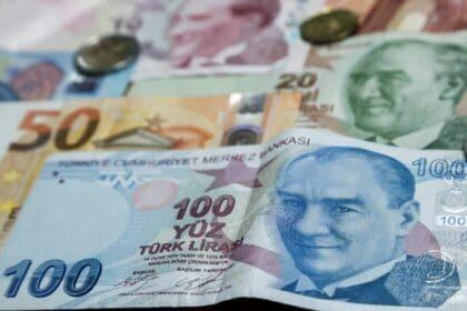الليرة تدفع الاقتصاد التركي إلى القاع
