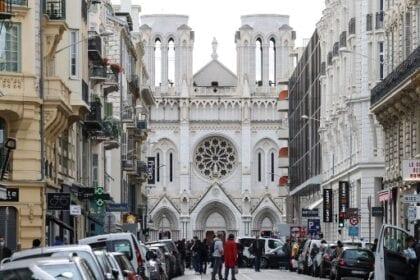 الهجمات الإرهابية والتساؤلات المطروحة على ولاء مسلمي فرنسا للجمهورية