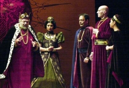 تاريخ المسرح العربي: مراحل مختلفة وتحديات متعددة