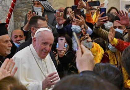 البابا في العراق: زيارة تاريخية وسط حقل ألغام ديني وسياسي
