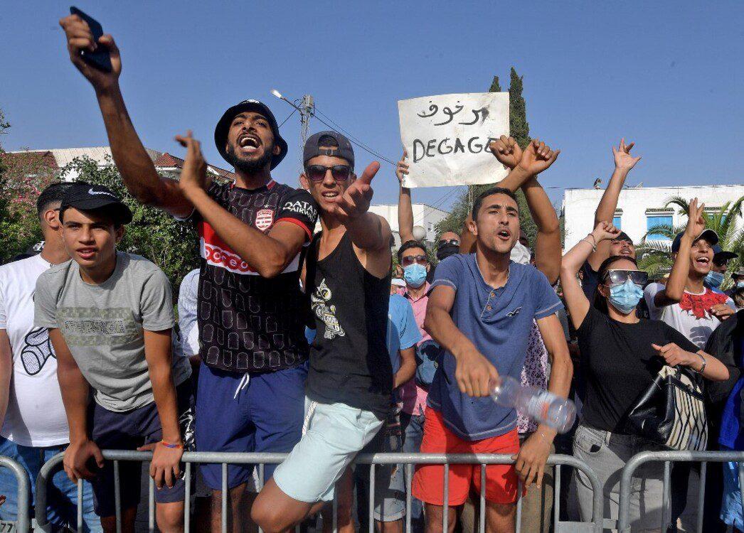 تونس: ساحة باردو كمان وكمان