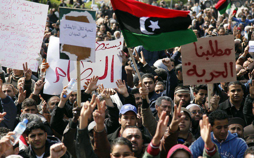 صورة تم التقاطها يوم 27 فبراير 2011 لمتظاهرين مناوئين للحكومة الليبية