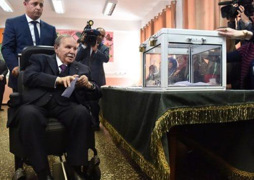 حزب جبهة التحرير الوطني الحاكم في الجزائر يدعو بوتفليقة إلى الترشح لولايةٍ خامسة