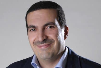 عمرو خالد: الداعية العصري الذي تحول إلى رمزٍ من الماضي