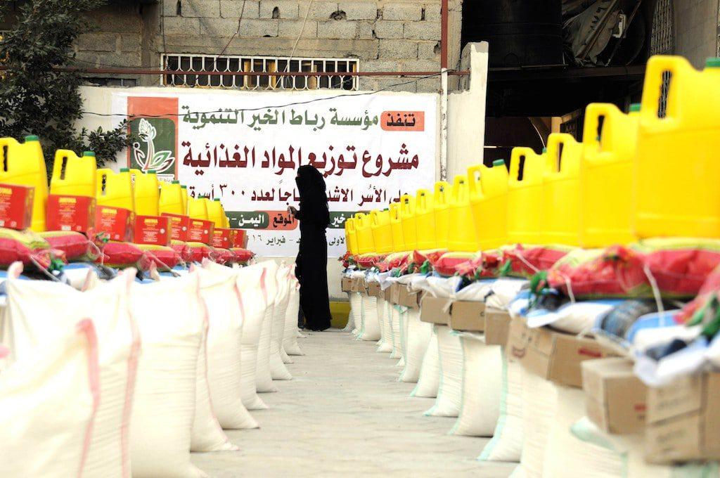 Food aid distribution Sanaa, February 2016 Fanack Anadolu