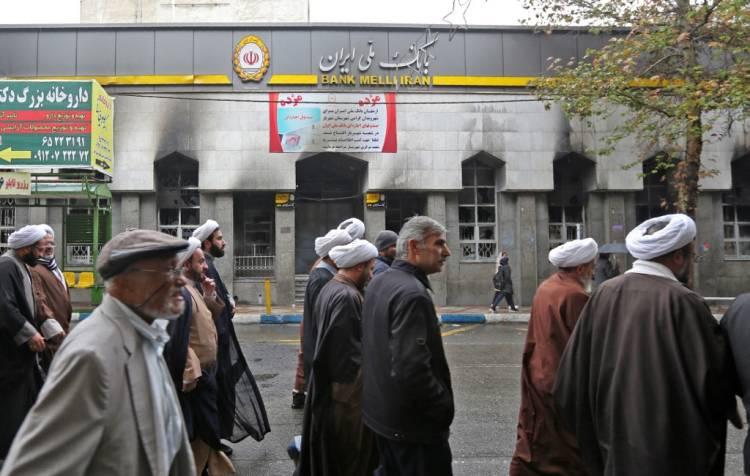 ارتفاع غير معلن عنه في أسعار الوقود يشهد عودة الإيرانيين إلى الشوارع