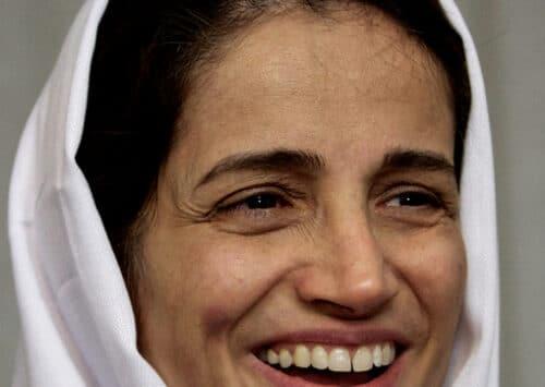 الحكم بالسجن على المحامية الحقوقية الإيرانية نسرين ستوده لـ38 عاماً لأدائها وظيفتها