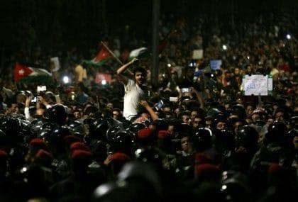 احتجاجاتٌ تعم شوارع الأردن حول مشروع قانون الإصلاح الضريبي