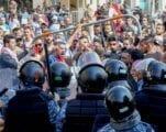 الحكومة اللبنانية لا تحرك ساكناً في ظل الإنهيار المالي الذي يلوح في الأفق