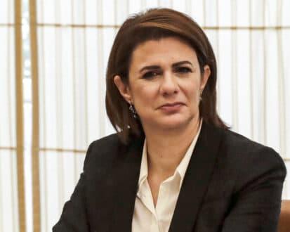 """ريا الحفار الحسن: """"أول امرأة"""" في عالم السياسة اللبنانية"""