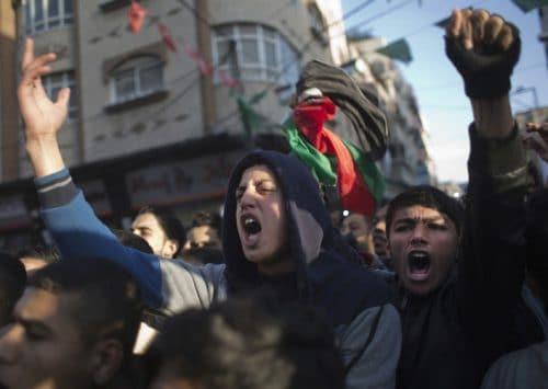 أزمة الكهرباء في غزة تُشعل مظاهرات تؤرق مضاجع حماس