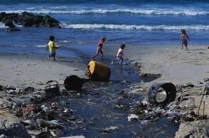 قطاع غزة يواجه كارثة إنسانية مع دخول الإجراءات العقابية للرئيس حيز التنفيذ