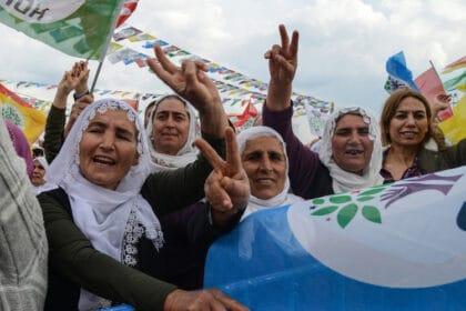 حزب العدالة والتنمية الحاكم في تركيا يتلاعب بنتائج الإنتخابات في المناطق الكردية الجنوبية الشرقية، تاركاً البلديات مفلسة
