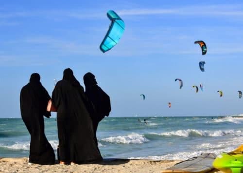 في دولة الإمارات العربية المتحدة، محاربة تلوث الهواء والمياه أصبحت ضرورة مُلحة