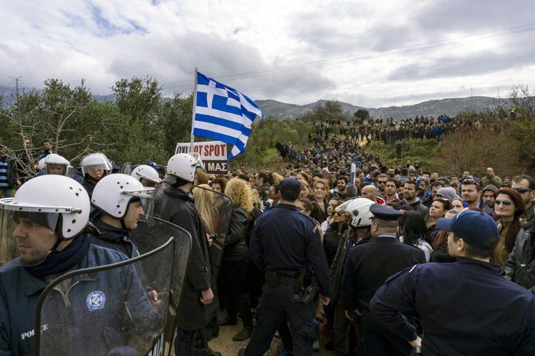 المراكز الجديدة المخصصة للتعامل مع المهاجرين في الاتحاد الأوروبي يجب أن تتجنب وحشية مراكز الاحتجاز الموجودة في اليونان وإيطاليا