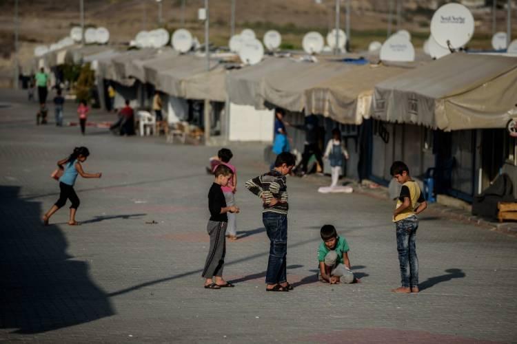 ترحيل تركيا للنساء والأطفال واللاجئين المثليين السوريين يعني حتفهم